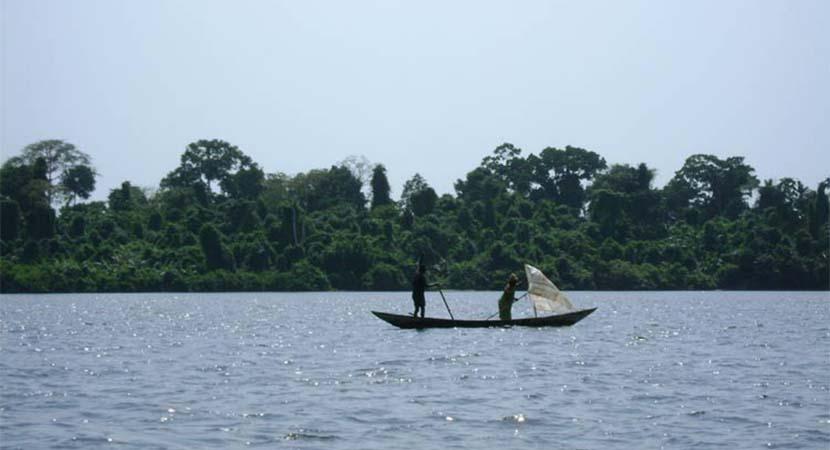 Pêcheurs devant l'une des six îles du parc